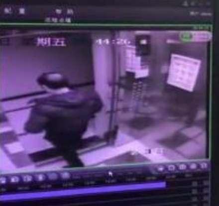 电梯故障调取监控发现男子在缝隙间小便,物业希望男子到物业公司接受处理资讯生活