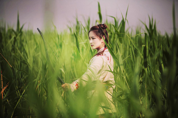 小刘亦菲张文婷新新剧照曝光烈焰红唇魅惑英气
